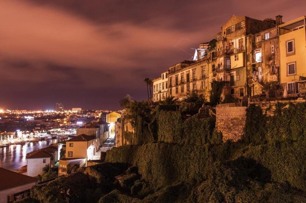 Nomadic FIRE Portugal Porto Cruise 4